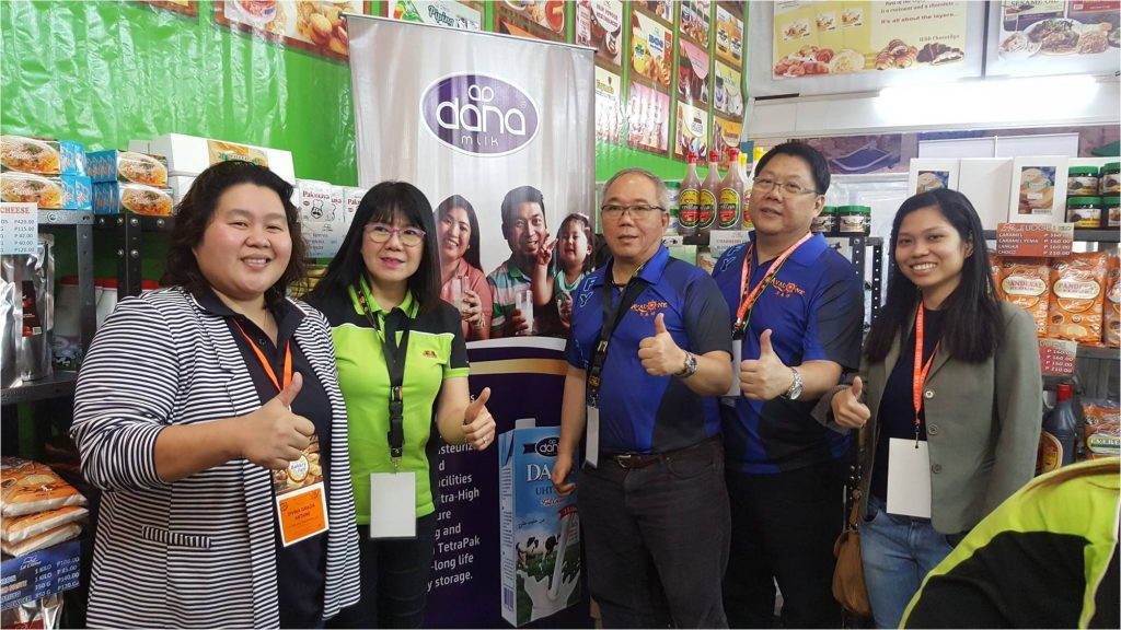 We had a great two days at the Manila Bakery Fair 2017. Why not let's take a pose and show off our Dana poster.
